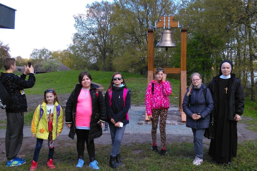 Dzwon Mieszko i Dobrawa na Ostrowie Lednickim