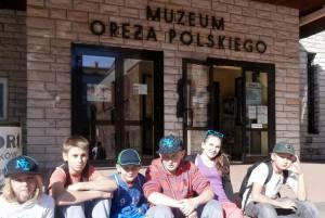 Przed wej?ciem do Muzeum Or??a Polskiego
